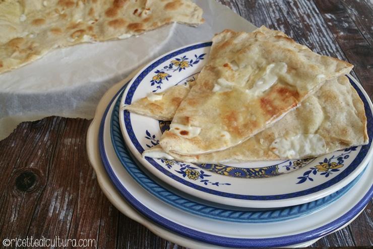 Focaccia con queso de Recco En la provincia de Genova nace la focaccia con queso más rica del mundo