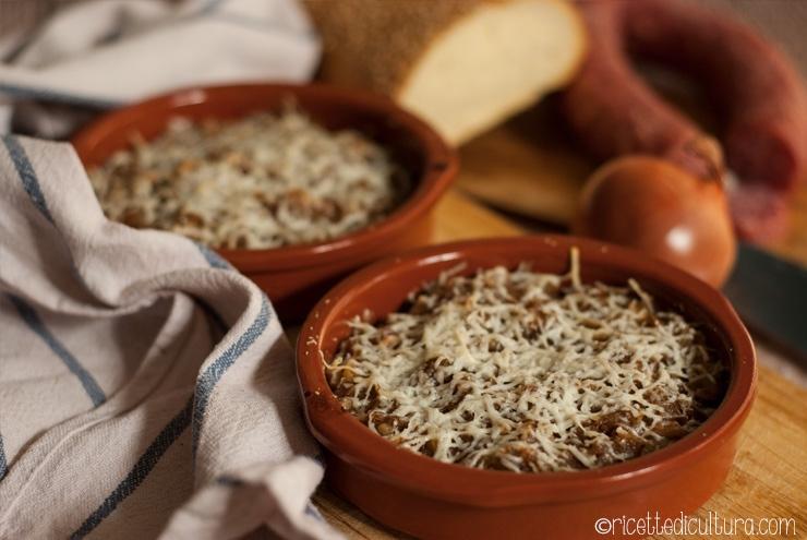 Carabaccia di Firenze La zuppa di cipolle alla fiorentina con mandorle e cannella