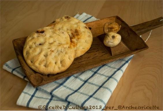Un'archeoricetta: schiacciate ai fichi secchi e un pane natalizio