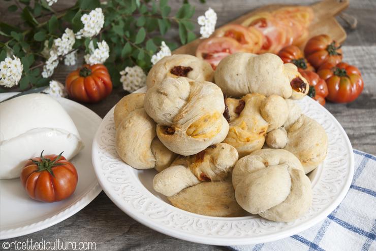 Panini ai pomodori secchi Soffici panini aromatizzati ai pomodori secchi