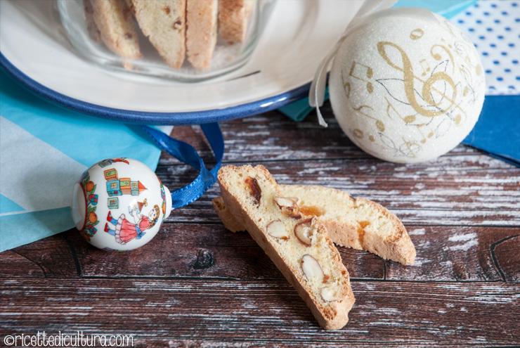 Biscotti alla frutta secca senza burro Una versione morbida e ricca di frutta dei classici biscotti di Prato