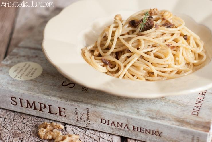 """Spaghetti con acciughe e noci La ricetta dal libro rubacuori """"Simple"""" di Diana Henry"""