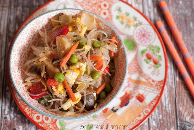 Spaghetti di soia con verdure Come preparare a casa un piatto dal profumo orientale con ingredienti italianissimi
