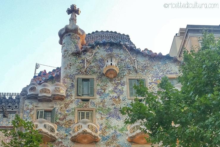 Sant Jordi e Casa Battló, una leggenda, un'ispirazione. La leggenda del San Giorgio catalano e l'ispirazione di Antoni Gaudi.