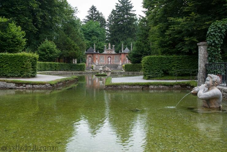 Hellbrunn, meraviglia del Salisburghese da oltre 400 anni D'estate per i giochi d'acqua, d'inverno per i suoi mercatini natalizi