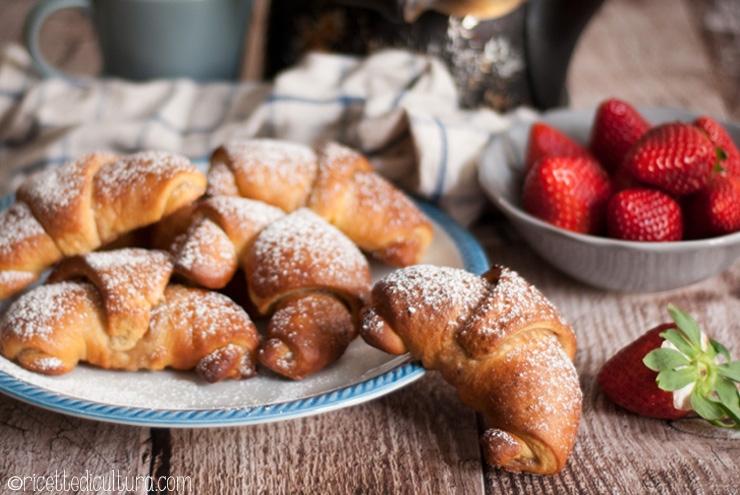 Brioches facili con crema di marroni Facilissime da preparare, perfette da scaldare per la colazione quotidiana