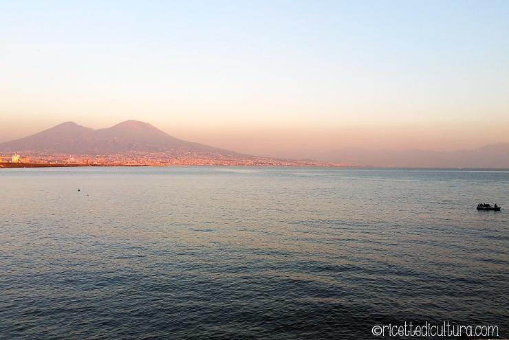 Napoli e i suoi contrasti, una visita tra contemporaneo e antico Miseria e nobiltà: Napoli di varietà e dissonanze
