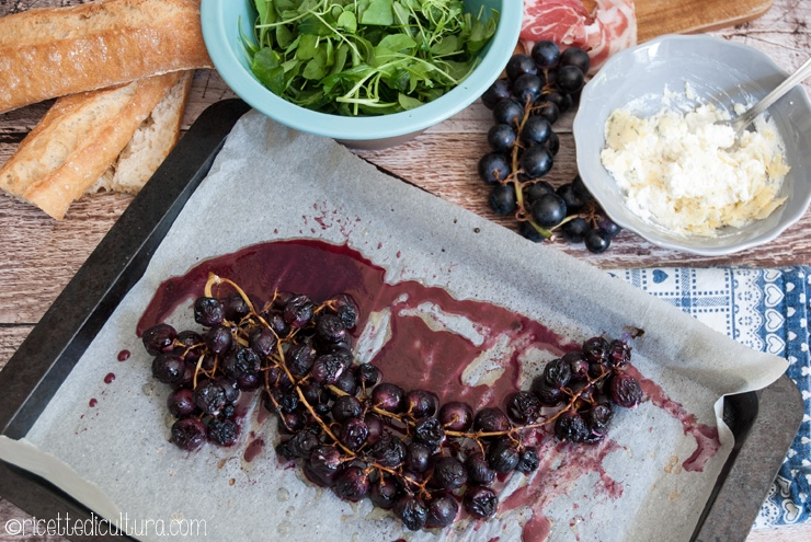 La frutta diversa: uva al forno con caprino Un insolito crostone, perfetto per l'aperitivo