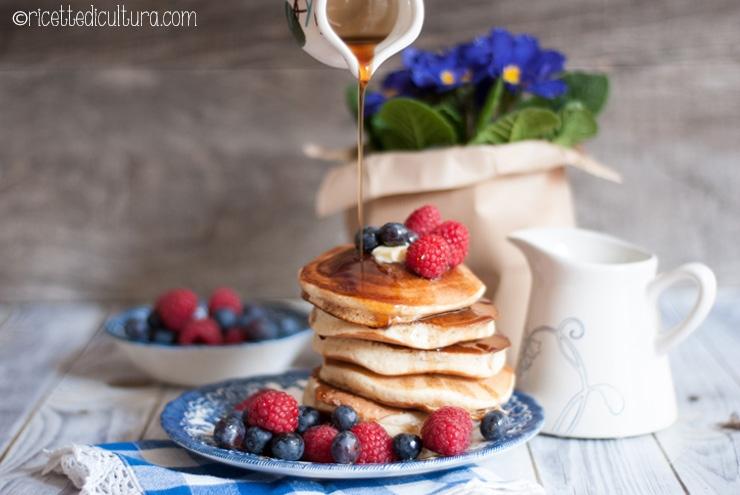 Pancakes alti e soffici Sono senza burro, ma di una golosità irresistibile