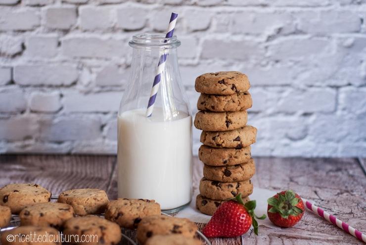 Cookies americani: la ricetta perfetta Burrosi e ricchi di cioccolato, mantegono la loro forma in cottura